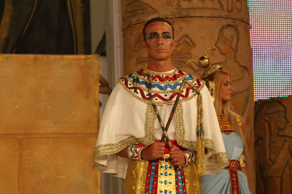 Primarul Constantei, Radu Mazare, care il interpreteaza pe Ramses al II-lea, participa la carnavalul de la Mamaia, sambata, 30 august 2014. Primarul Radu Mazare sustine ca ultima editie a carnavalului Mamaia din acest an, când edilul l-a interpretat pe Ramses al II-lea, a fost cea mai complexa si mai spectaculoasa de pâna acum, una de la care nu au lipsit luptele, animalele si fetele frumoase. CRISTI CIMPOES / MEDIAFAX FOTO