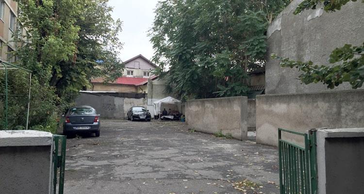 curtea-blocului-2
