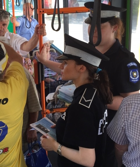 politia locala in autobuz