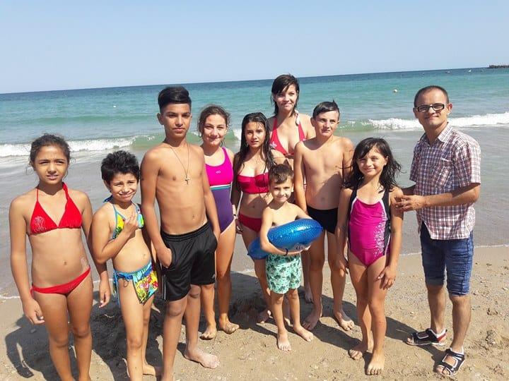 copii defavorizati la mare