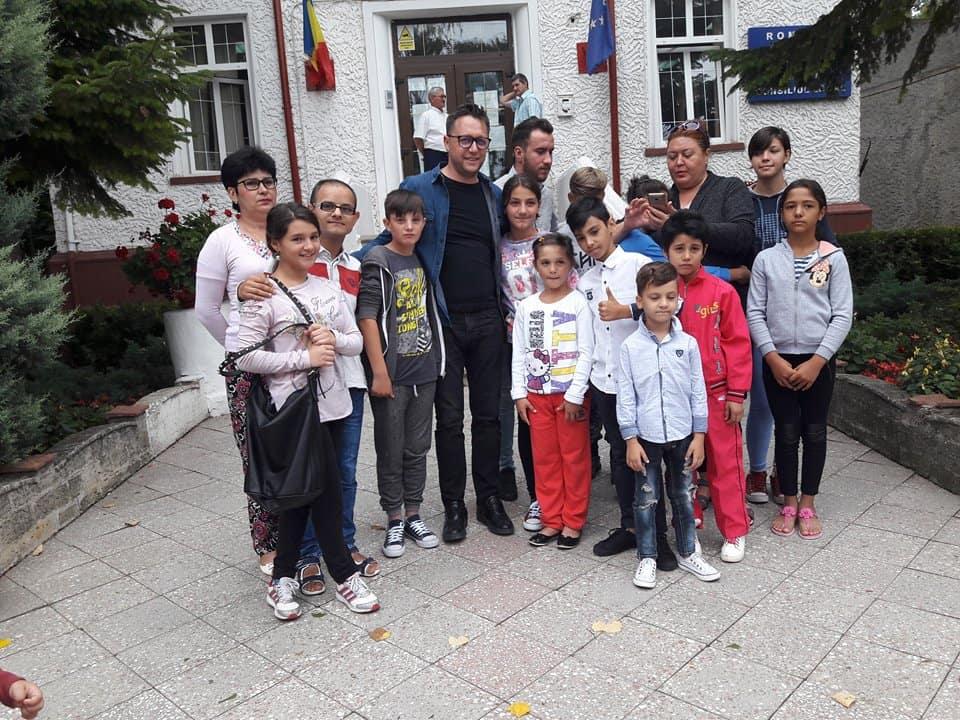 copiii veniti l mare, cu primarul serban