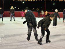 Chiar dacă nu a venit iarna, peste câteva zile se deschide un patinoar în Constanța