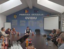 Întâlnire a primarului din Ovidiu, George Scupra, cu Sfatul Bătrânilor