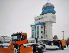 La aeroportul Kogălniceanu s-a lucrat cu freze și lame pentru curățarea pistei