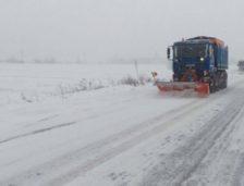 Spectacol de iarnă! CNAIR: Mii de utilaje împrăștie tone de sare
