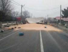 Accidentul rutier de pe DN22 a dat mari bătăi de cap șoferilor! Traficul a fost blocat la Crucea mai multe ore