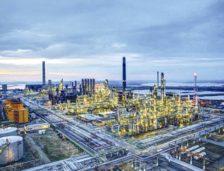 Petromidia, cea mai mare rafinărie din România, nivel istoric al producţiei, în 2017