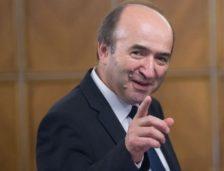 Ministrul Justiţiei: Declanşez procedura de revocare din funcţie a procurorului şef DNA