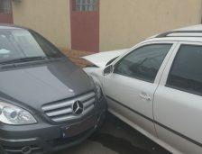 Accident rutier în Constanţa! Maşină lovită şi apoi proiectată într-un alt autoturism