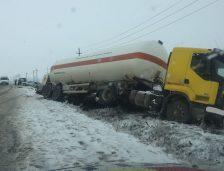 Accident între un autoturism şi o autocisternă între Constanţa şi Tulcea