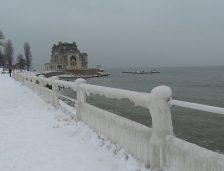 Iarna se întoarce din această seară. Ninsorile și viscolul vor pune stăpânire pe România