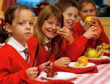 Fructe, legume și produse lactate în școli! Vedeți câte milioane de euro costă
