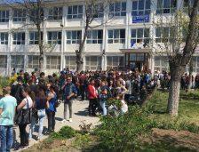 Scandal la Mangalia! Mutarea Şcolii 5 scoate în stradă elevii Colegiului Economic