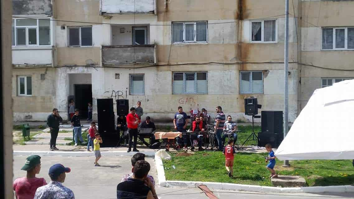 petrecere romi in strada – Harsova