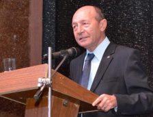 """Băsescu: """"Tăriceanu e cel mai bătrân președinte de partid!"""""""