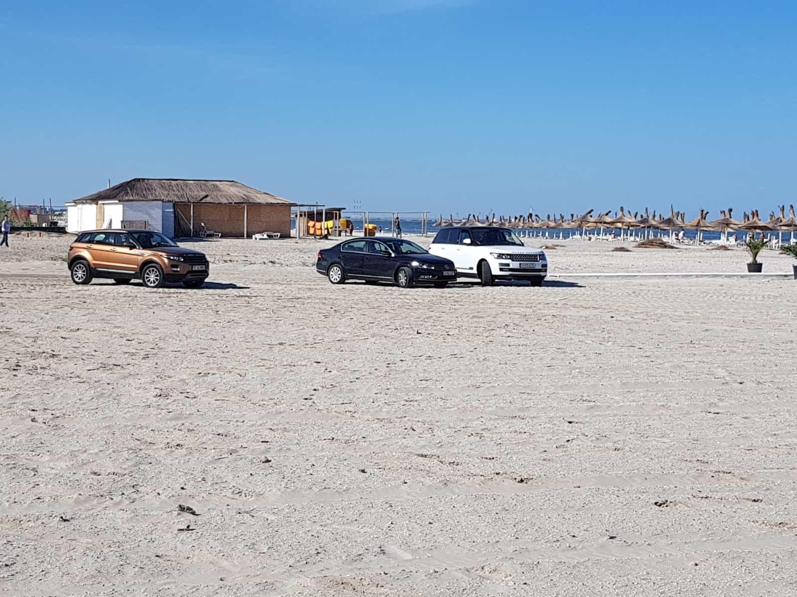 masini pe plaja