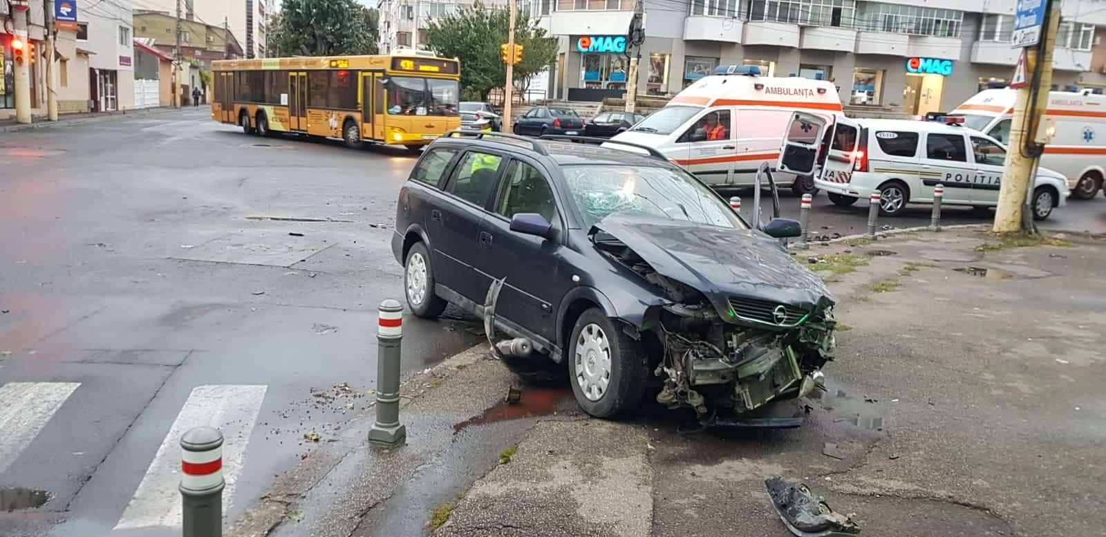 masina accidentata – politie – ambulanta