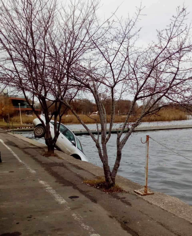 masina in lacul tabacarie