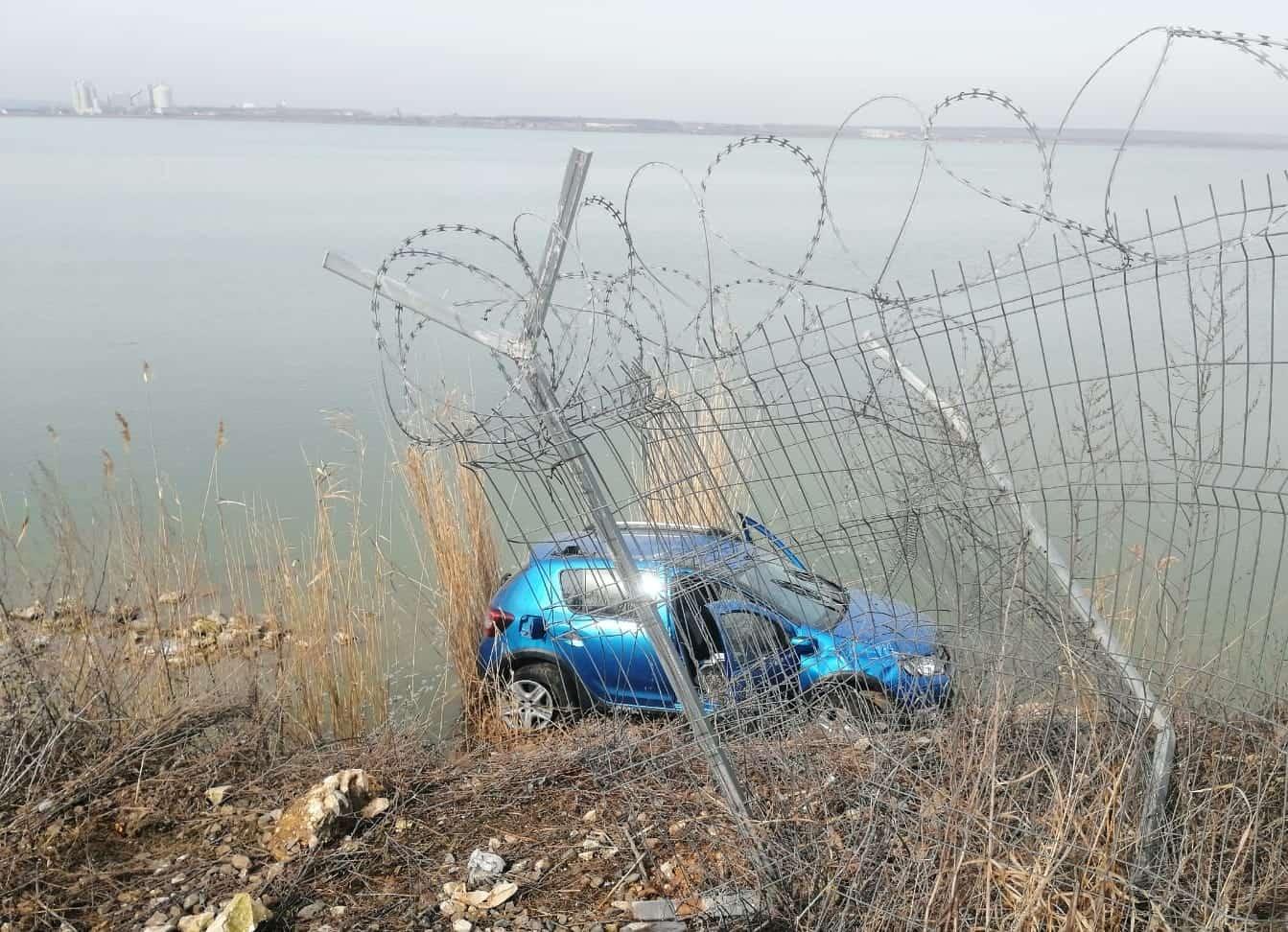 masina in lac2