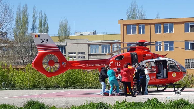 fata arsa dusa cu elicopterul la Bucuresti